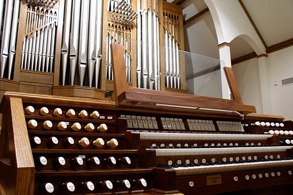Registers, keyboard and pipes of organ